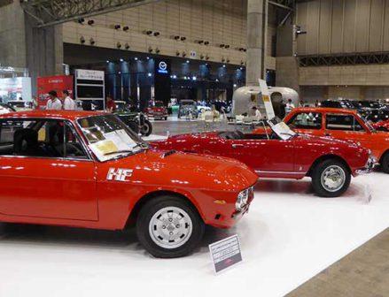 旧車の展示会盛況に ブリヂストンとミシュランが初出展