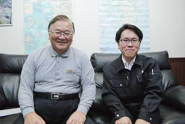 村田武文社長(左)と村田篤洋専務
