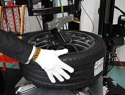 """""""プラス1インチの余裕""""で作業性向上 エイワの新型タイヤチェンジャー"""